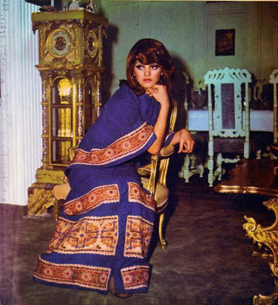 Model Shohreh Aghdashloo wearing the Ghalamkar fabric