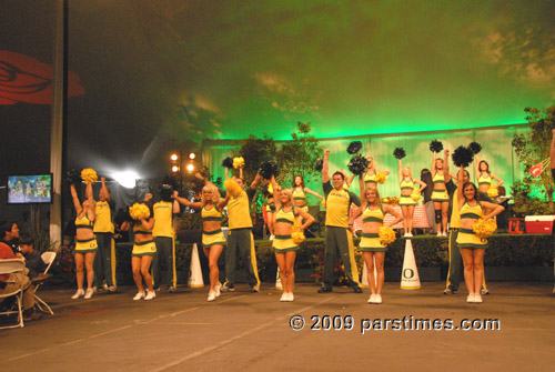 University of Oregon Cheerleaders - Pasadena (January 1, 2010) - by QH