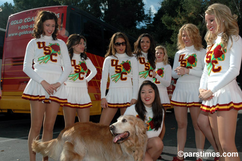 USC Cheerleaders, Pasadena  - by QH