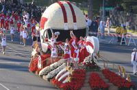 University of Wisconsin Cheerleaders at the Rose Parade - Pasadena (January 1, 2011) - by QH