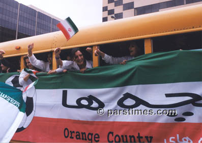 Iranian football fans at Pasadena Hilton greeting the National Team (January 16, 2000)